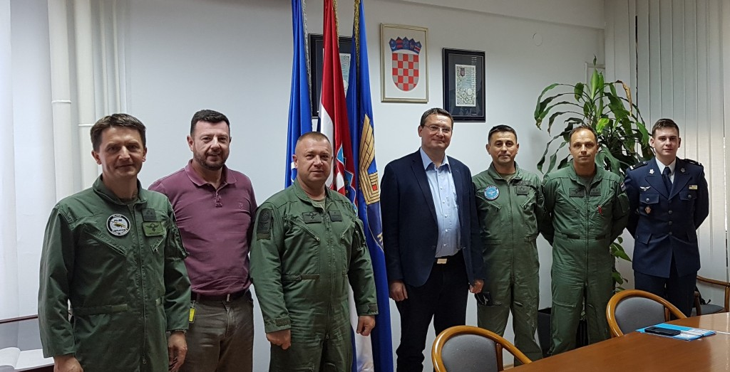 Participants at the meeting at Croatian Air Force HQ (form left to right): Col. I. Mandušić, prof. D. Novak, Gen. M. Križanec, prof. T.J. Mlinarić, Col. G. Huljev, Col. Ž. Harapin, Lt. A. Širić